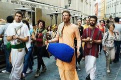 Парад улицы Krishna зайцев миниый Стоковые Изображения
