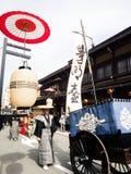 Парад фестиваля осени Takayama на улицах городка Стоковое Фото