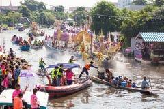 Парад фестиваля Bua цыпленка традиция местных людей в Samutprakan Стоковые Фото