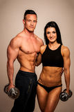 Пара фитнеса представляет в студии - подходящие человек и женщина Стоковая Фотография
