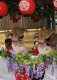 Парад цветистых девушек гейши на фестивале Gion Стоковое фото RF