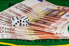 Пара Dices над евро Стоковые Изображения RF