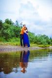 Парень и беременная женщина около воды Стоковое Изображение RF