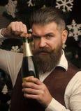 Парень Нового Года с бутылкой вина стоковые фотографии rf