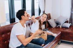 Парень состава подруги счастливых пар смешной стоковые изображения