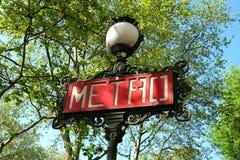 Парижский знак метро с лампой Стоковое Изображение