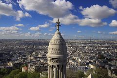 Париж и Эйфелева башня от далеко Стоковое Изображение