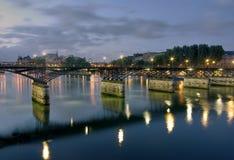 Париж к ноча, мост на Seine с соперничать Стоковое Изображение