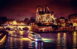 Париж на ноче стоковые изображения rf
