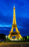 ПАРИЖ - 15-ОЕ ИЮНЯ: Эйфелева башня 22-ого июня 2012 в Париже eiffel Стоковое Фото