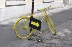 Париж, 17-ое июля: Велосипед уличной мебели от Montmartre в Париже Стоковые Изображения RF