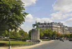 Париж, 21-ое июля: Equestrian статуи Marechal Ferdinand Foch от Парижа в Франции Стоковая Фотография