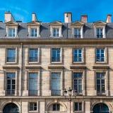 Париж, старая деревянная дверь стоковые изображения