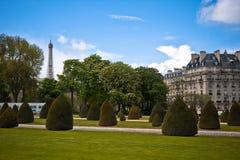 Париж. Улица с целью Эйфелеваа башни Стоковая Фотография
