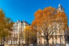 Париж, фасады в осени стоковые изображения