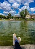 Париж, Франция, июнь 2019: Ослаблять в саде Тюильри стоковая фотография