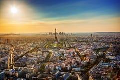 Париж, Франция на заходе солнца. Эйфелева башня стоковые изображения rf