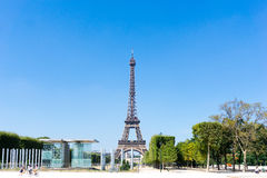 ПАРИЖ, ФРАНЦИЯ - 15-ое августа 2016: Эйфелева башня, дама Ла прозвища Стоковые Изображения RF