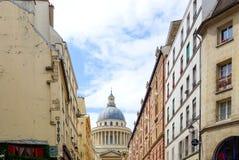 ПАРИЖ, ФРАНЦИЯ - 26-ое июня: Взгляд a улицы Graben туристов пешком стоковые изображения