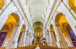 Париж, Франция 1-ое июня 2015: Внутренняя церковь Нотр-Дам в Версаль, красивых сводах и интерьере Стоковое Изображение
