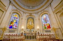 Париж, Франция 1-ое июня 2015: Внутренняя церковь Нотр-Дам в Версаль, красивых сводах и интерьере Стоковые Изображения