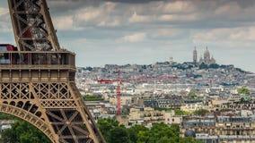 ПАРИЖ, ФРАНЦИЯ - 19-ОЕ ИЮНЯ 2018: Timelapse дня Эйфелевой башни Быстрое движение акции видеоматериалы