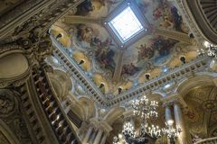 Париж, Франция, 31-ое марта 2017: Внутренний взгляд оперы национального de Парижа Garnier, Франции Оно было построено от 1861 к Стоковое Изображение
