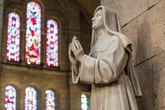 Париж, Франция, 26-ое марта 2017: Интерьер римско-католической церков и небольшой базилики Sacre-Coeur Стоковое Изображение RF
