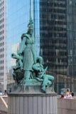 ПАРИЖ - Франция - 4-ое сентября 2012 - статуя стоковые изображения rf