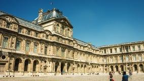 ПАРИЖ, ФРАНЦИЯ - ОКОЛО 2014 - Лувр, timelapse Франция paris акции видеоматериалы