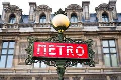 Париж, Франция - ретро знак станции метро Стоковая Фотография RF