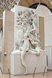 """Париж, Франция - Novwmber 9, 2017 Статуя известная как """"Chasseurs d """"аллигаторы или Nubians находилась на музее Quai d """"Orsay стоковое изображение"""