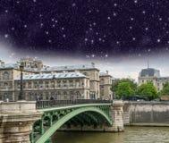 Париж, d'Arcole le Pont. Мост Arcole на ноче Стоковые Изображения