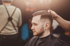 парикмахерскаь Ножницы парикмахера стоковые фотографии rf