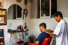 Парикмахерская, Сайгон, к югу от Вьетнама стоковые фото