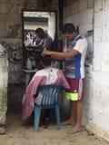 Парикмахер улицы в плохой деревне Стоковое Изображение RF