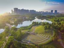 Парки и архитектура города стоковая фотография