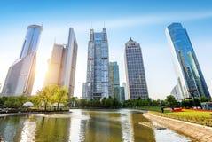 Парки и современная архитектура стоковое изображение
