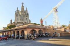 Парк атракционов и висок священного сердца Иисуса на Mo Стоковые Изображения RF
