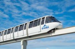 Парк атракционов мира поезда монорельса на море на Gold Coast Стоковое Изображение RF