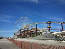 Парк атракционов на пляже стоковая фотография