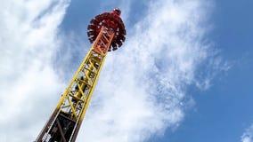 Парк атракционов, привлекательность со свободной башней падения видеоматериал