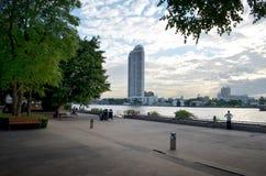 Парк берег реки Стоковое фото RF