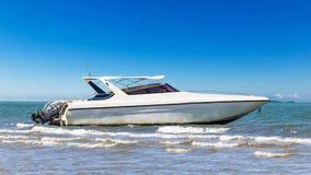 Парк быстроходного катера на пляже Стоковое Изображение