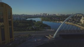 Парк вдоль реки Река без волн сток-видео