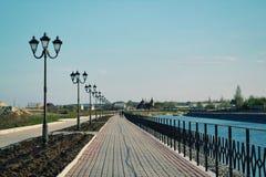 Парк весны Artemovsk Прогулка весной Стоковая Фотография