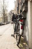 Парк велосипеда на тротуаре Стоковое фото RF