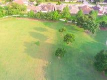 Парк взгляд сверху зеленый большой городской около жилого района в США Стоковое фото RF