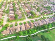 Парк взгляд сверху зеленый большой городской около жилого района в США Стоковые Фотографии RF