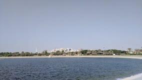 Парк в Дубай с большим озером стоковые изображения
